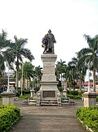 Estatua de Cristobal Colón - Flickr - jacf18.jpg