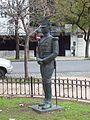 Estatua de granadero frente al Instituto Nacional Sanmartiniano.JPG