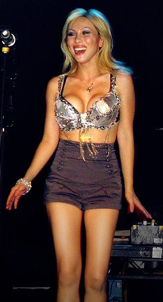 Etty Lau Farrell - Farrell performing in London in June 2007.