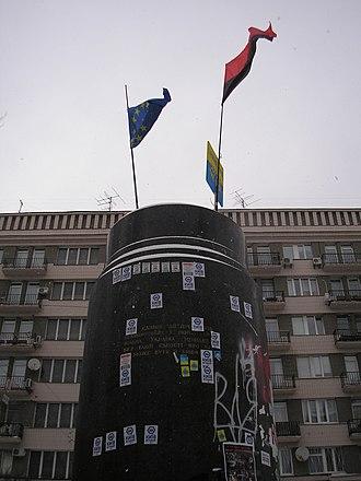 Vladimir Lenin monument, Kiev - Image: Euromaidan in Kyiv early afternoon 2013 09 12 (077)