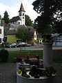 Ev. Kirche mit Brunnen in Kleinkems in Efringen-Kirchen.jpg