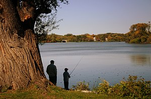 Chain of Lakes (Minneapolis) - Image: Fishing Minneapolis 2006 10 01