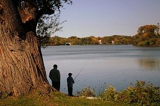 Chain of Lakes (Minneapolis) - Image: Fishing Minneapolis 2006 10 01