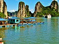 Fishing Village in Ha Long Bay, Vietnam - panoramio (2).jpg
