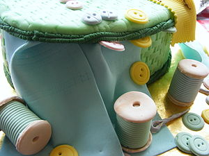 Fondant icing - Image: Fondant covered cake sewing kit