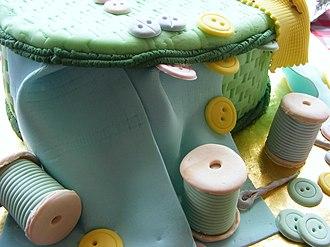Fondant icing - Image: Fondant covered cake sewing kit