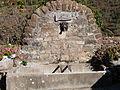 Fontaine sur la place de l'église.JPG