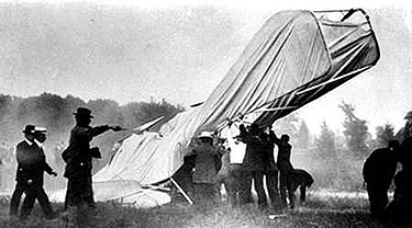 Wreckage of the Wright Flyer that took the life of Tom Selfridge Fort Myer Wright Flyer crash.jpg