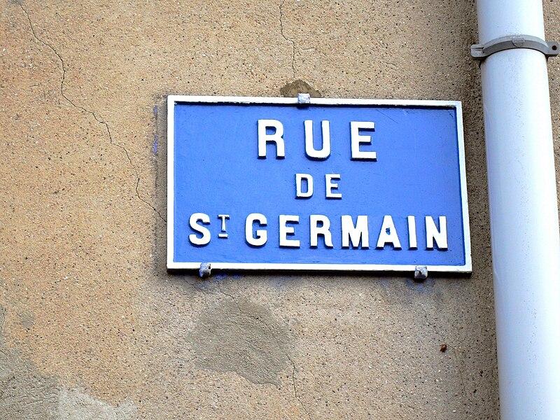 """Foug Rue de Saint Germain plaque. La rue de Foug qui mène à la Savonnières s'appelle """"rue de Saint-Germain"""", ce qui témoigne de l'existence passée d'une liaison directe entre les deux villages, via Savonnières, par la Voie romaine Reims-Metz. voir article détaillé: Voie romaine Reims-Metz."""