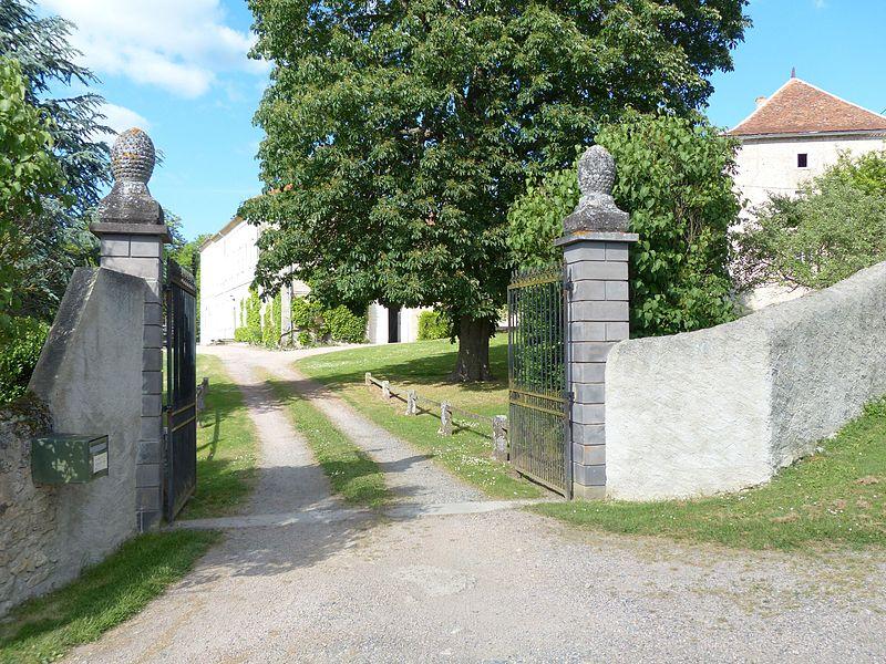 Broût-Vernet (Allier, France). Château de Fouranges. Portail d'entrée.