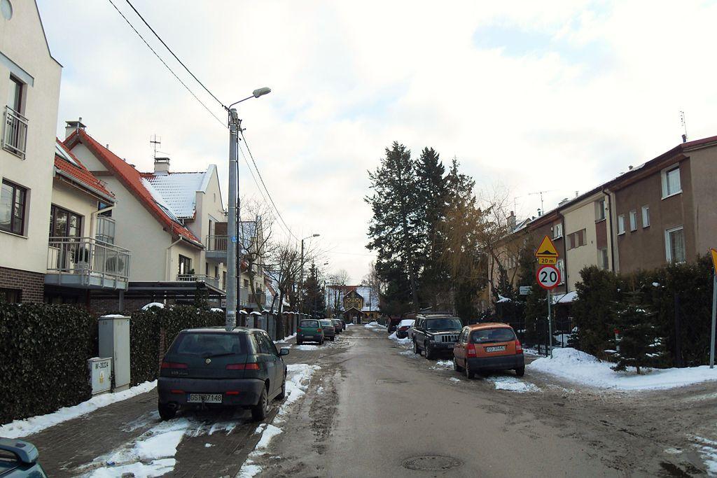 1024px-Gda%C5%84sk_ulica_G%C5%82ogowska.JPG