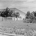 Gebouw van het Weizmann institute of science te Rehovot (Rechowoth) met bomen, Bestanddeelnr 255-1592.jpg