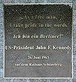 Gedenktafel Axel-Springer-Str 65 (Kreuz) John F Kennedy.jpg