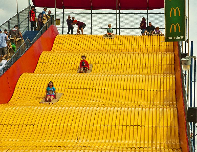 File giant slide the big e 2014 09 wikimedia commons - The giant slide apartament ...