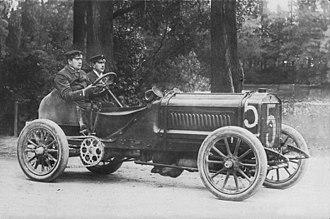 1906 French Grand Prix - Léon Théry, the winner of the 1904 and 1905 Gordon Bennett races, in his 1904 Richard-Brasier