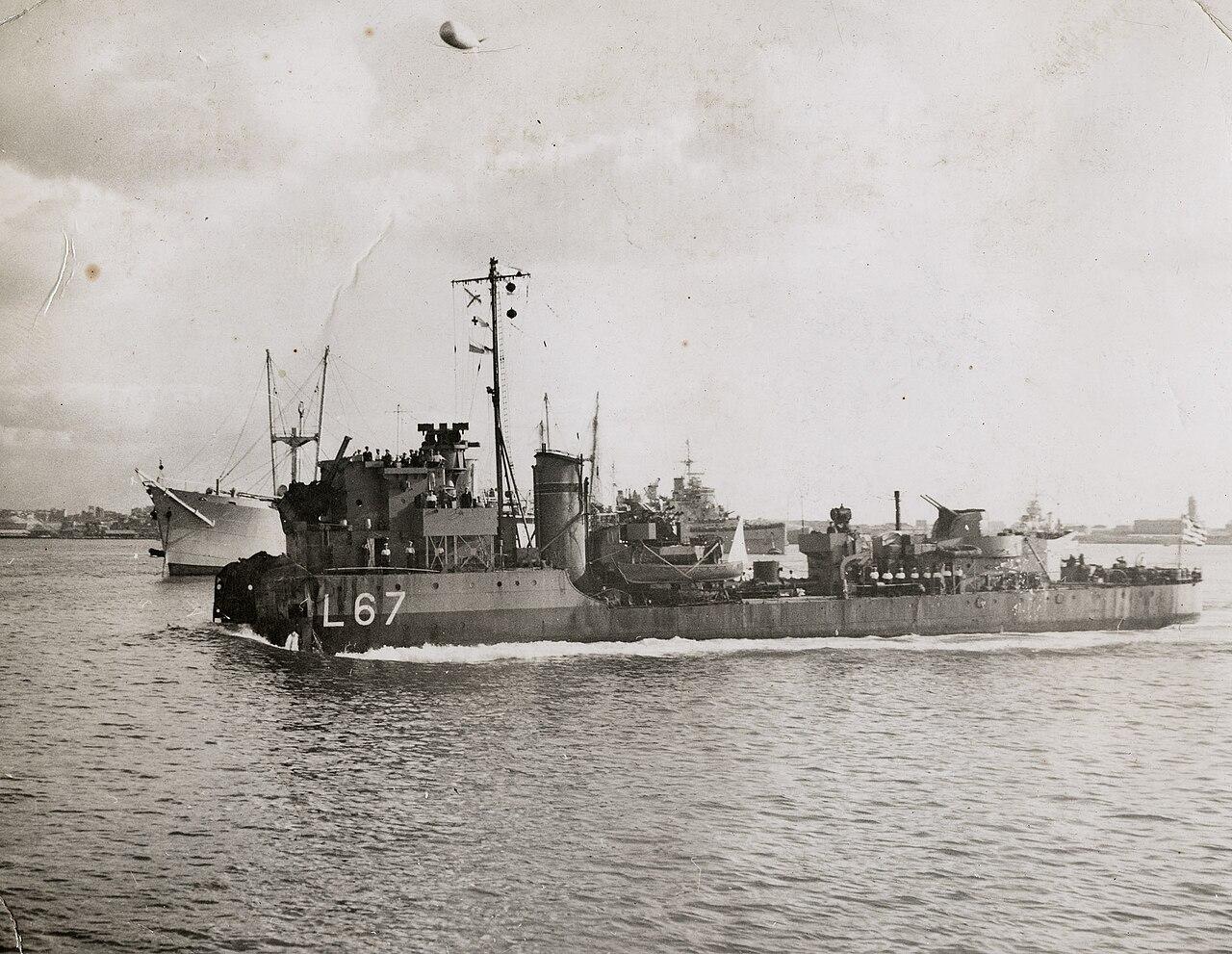 1280px-Greek_destroyer_Adrias.jpg