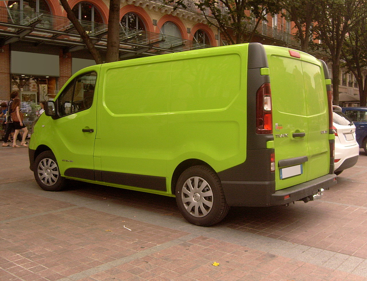 file green 2015 renault trafic dci 120 wikimedia commons. Black Bedroom Furniture Sets. Home Design Ideas