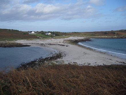 Sandbar between St Agnes and Gugh on the Isles of Scilly, off the coast of Cornwall, England, United Kingdom. GughSandbar.JPG