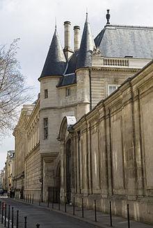 La Maison de l'Histoire de France dans CHATEAUX DE FRANCE 220px-H%C3%B4tel_de_Clisson