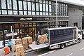 HK 西營盤 Sai Ying Pun Tram view 德輔道西 321 Des Voeux Road West Bohemian House Dec 2018 IX2 Tail lift vehicle cargo at work.jpg