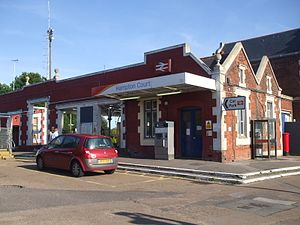 Hampton Court railway station - Platform entrances
