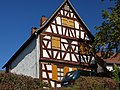 Hanau-Mittelbuchen, Hinter der Kirche 32.jpg