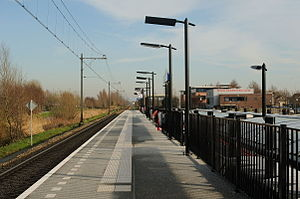 Hardinxveld Blauwe Zoom railway station - Platform 1 and the single track.