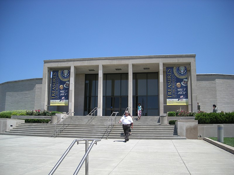 File:Harry S. Truman Presidential Library and Museum July 2007.jpg
