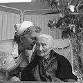 Honderdjarige in verzorgingstehuis in Amsterdam, Bestanddeelnr 913-1360.jpg