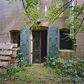 Hoofdgebouw, keelzijde met ingang met pantserstalen deuren - Edam - 20339031 - RCE.jpg
