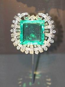 broche de esmeralda