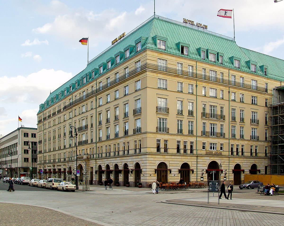 Hotel adlon wikipedia for Top hotels in berlin