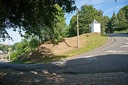 Huy - Chemin des chapelles - Chicane et chapelle 3.jpg