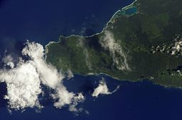 ISS004-E-6756 NASA SAVAI ISLAND, WEST END.jpg