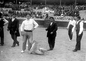 Basque rural sports - Bittor Zabala in an anvil lifting competition in Eibar in 1928