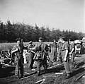 Inleveren van wapens door de Duitsers Het wapendepot in Soest, waar de Duitsers, Bestanddeelnr 900-3060.jpg