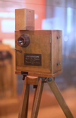 Cinematographe Lumiere at the Institut Lumiere, France. Such cameras had no audio recording devices built into the cameras. Institut Lumiere - CINEMATOGRAPHE Camera.jpg