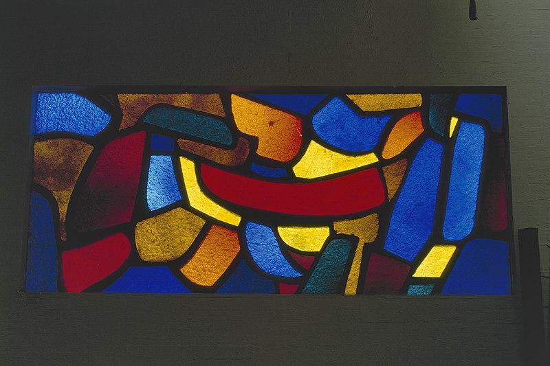 File:Interieur, aanzicht glas-in-loodraam - Geleen - 20367838 - RCE.jpg