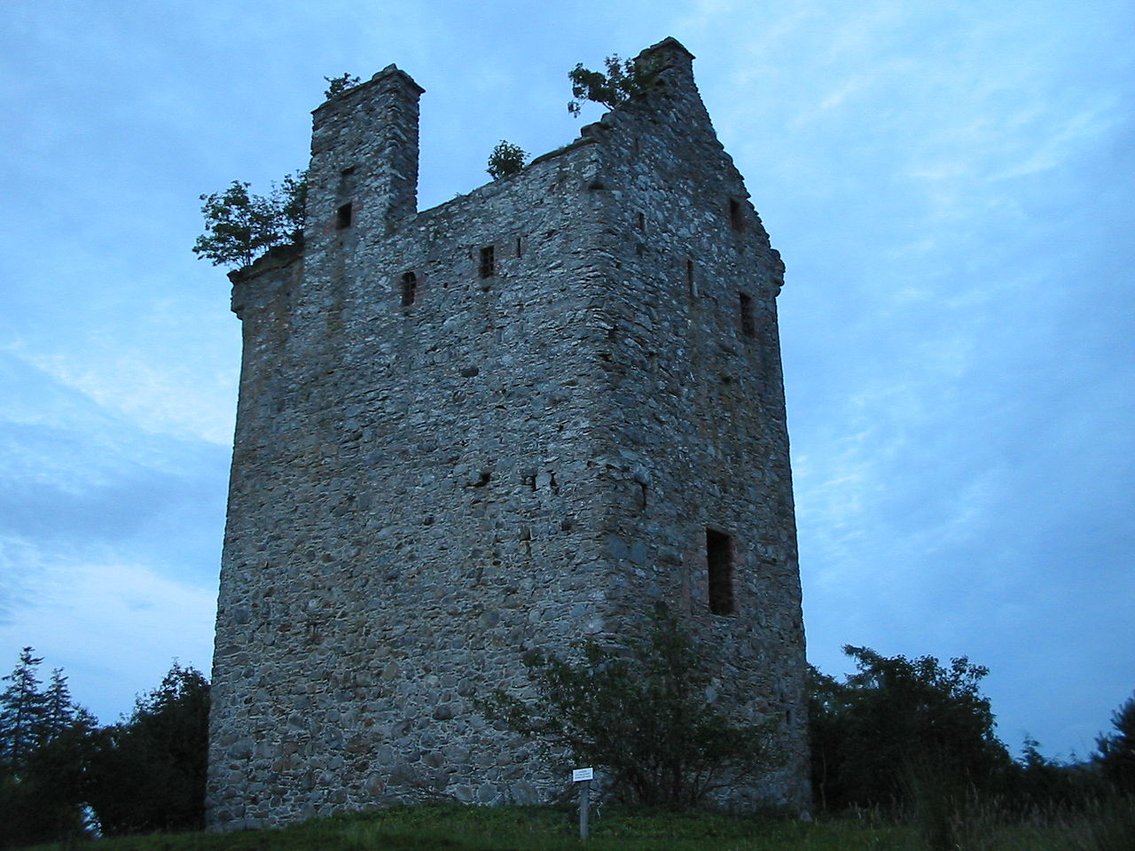File Invermark Castle Glen Esk Jpg Wikimedia Commons