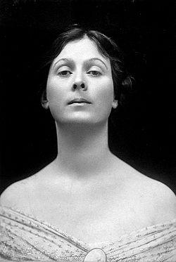 Isadora Duncan portrait cropped.jpg