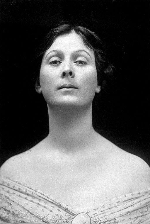 Isadora Duncan portrait cropped