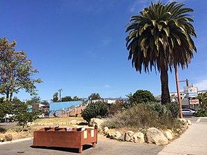 Free box - Image: Isla Vista Free Box