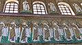 Italie, Ravenne, basilique Sant'Apollinare Nuovo, mosaïque du cortège des vierges (48087107667).jpg