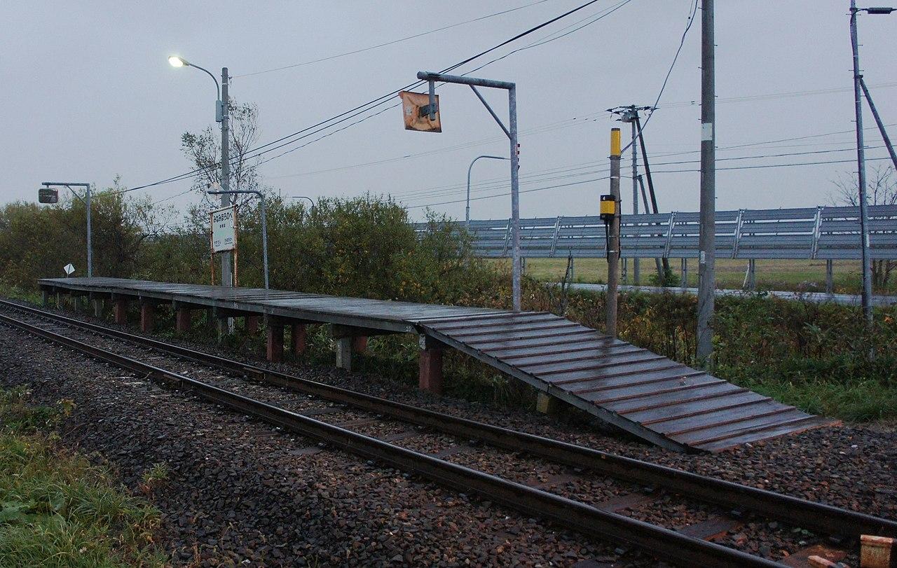 https://upload.wikimedia.org/wikipedia/commons/thumb/0/0a/JR_Soya-Main-Line_Minami-Horonobe_Station_Overall.jpg/1280px-JR_Soya-Main-Line_Minami-Horonobe_Station_Overall.jpg