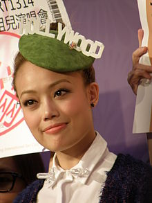 Joey Yung signature activity at V City.JPG