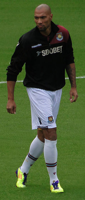 John Carew - Carew warming-up for West Ham United