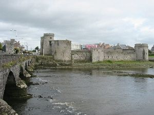 Williamite War in Ireland - King John's Castle and Thomond Bridge at Limerick City. Limerick was besieged by the Williamites in 1690 and 1691.