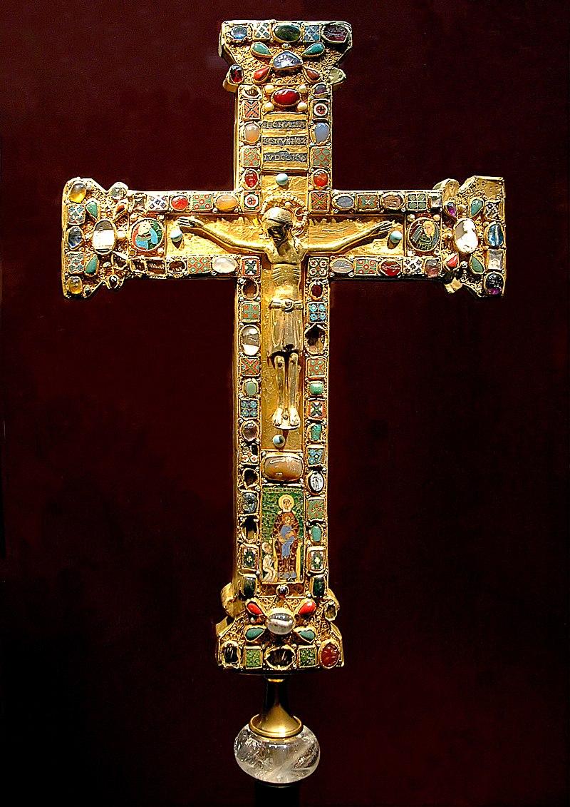 صلیب ماتیلدا، این صلیب برای ماتیلدا، رئیس صومعهٔ اسن (۹۷۳–۱۰۱۱) ساخته شد. این شمایل مسیح احتمالاً در کلن یا اسن ساخته شدهاست.