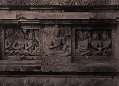 KITLV 155199 - Kassian Céphas - Reliefs on the terrace of the Shiva temple of Prambanan near Yogyakarta - 1889-1890.tif