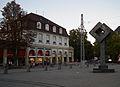 Karlsruhe Bahnhofplatz Skulptur 2011.JPG